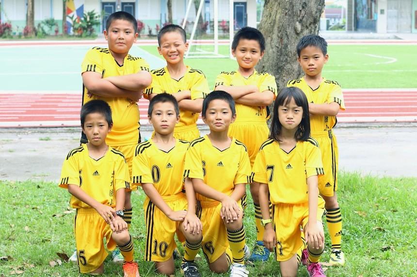 小鳴老師目前正在拍片為這群可愛的北埔足球隊小將籌措球隊練習時的營養費
