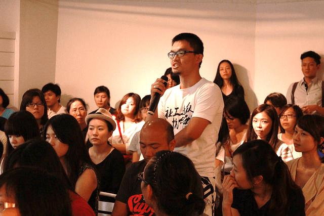 就讀東海社工系的沈軒宇和朋友合創台灣青年氣候聯盟,也在印尼待了三個月,希望出國能帶回國際觀點與台灣團體交流。
