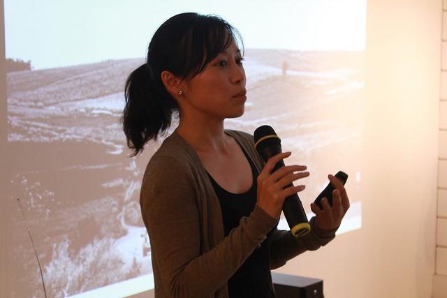 黃婷鈺準備了投影片,給聽者第一線志工的視野。