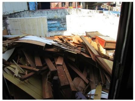 (又一堆的廢棄木材…sigh)