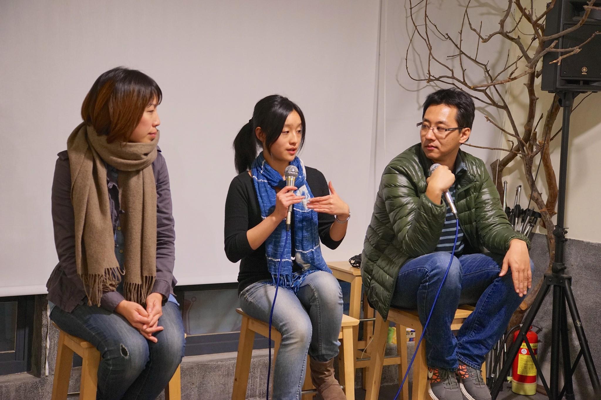 余宛如與胡頎對談,由NPOst公益交流站總編輯鄭國威主持。