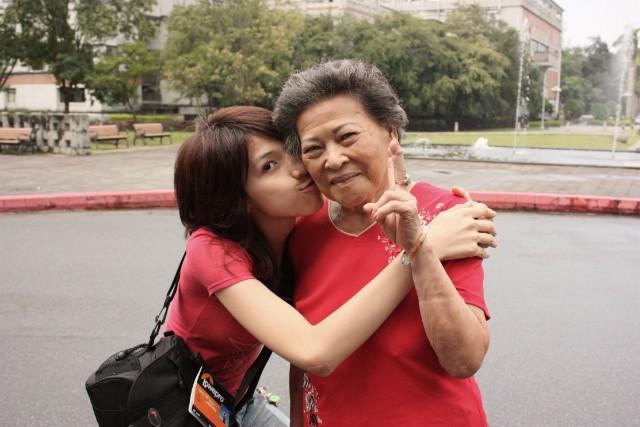姚彥慈與奶奶