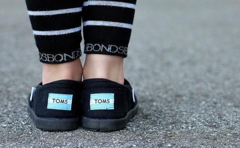 Toms 帆布鞋