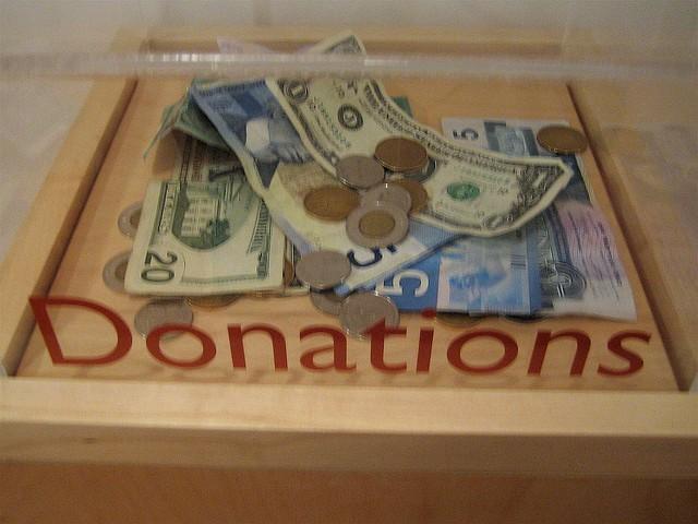 不穩定的捐款收入,會如何影響非營利組織成員的工作態度?(photo via Matthew Burpee@Flickr, cc License)