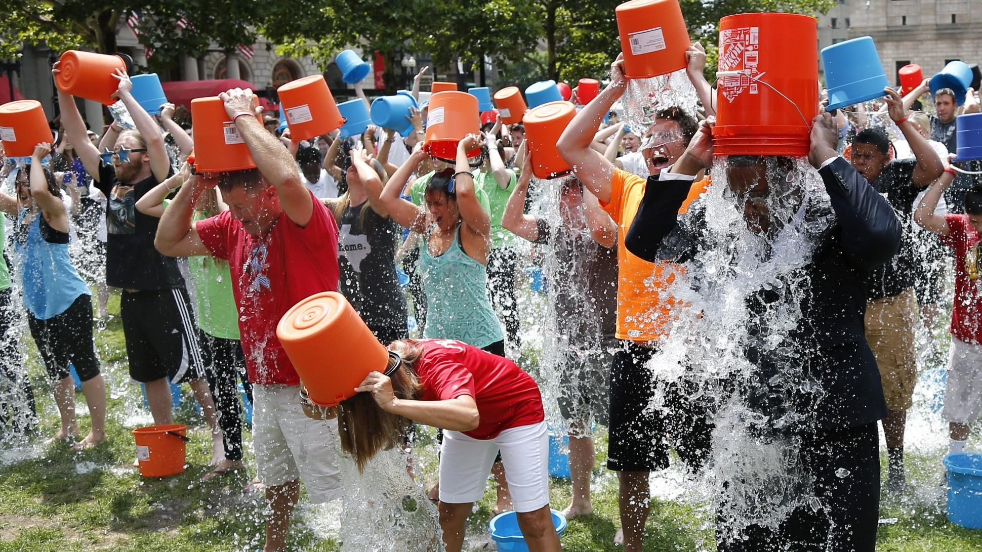 2014年「冰桶挑戰」(Photo Credit: Elise Amendola)