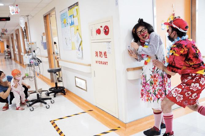 「執勤」中的小丑醫生(照片來源:沙丁龐客劇團提供)