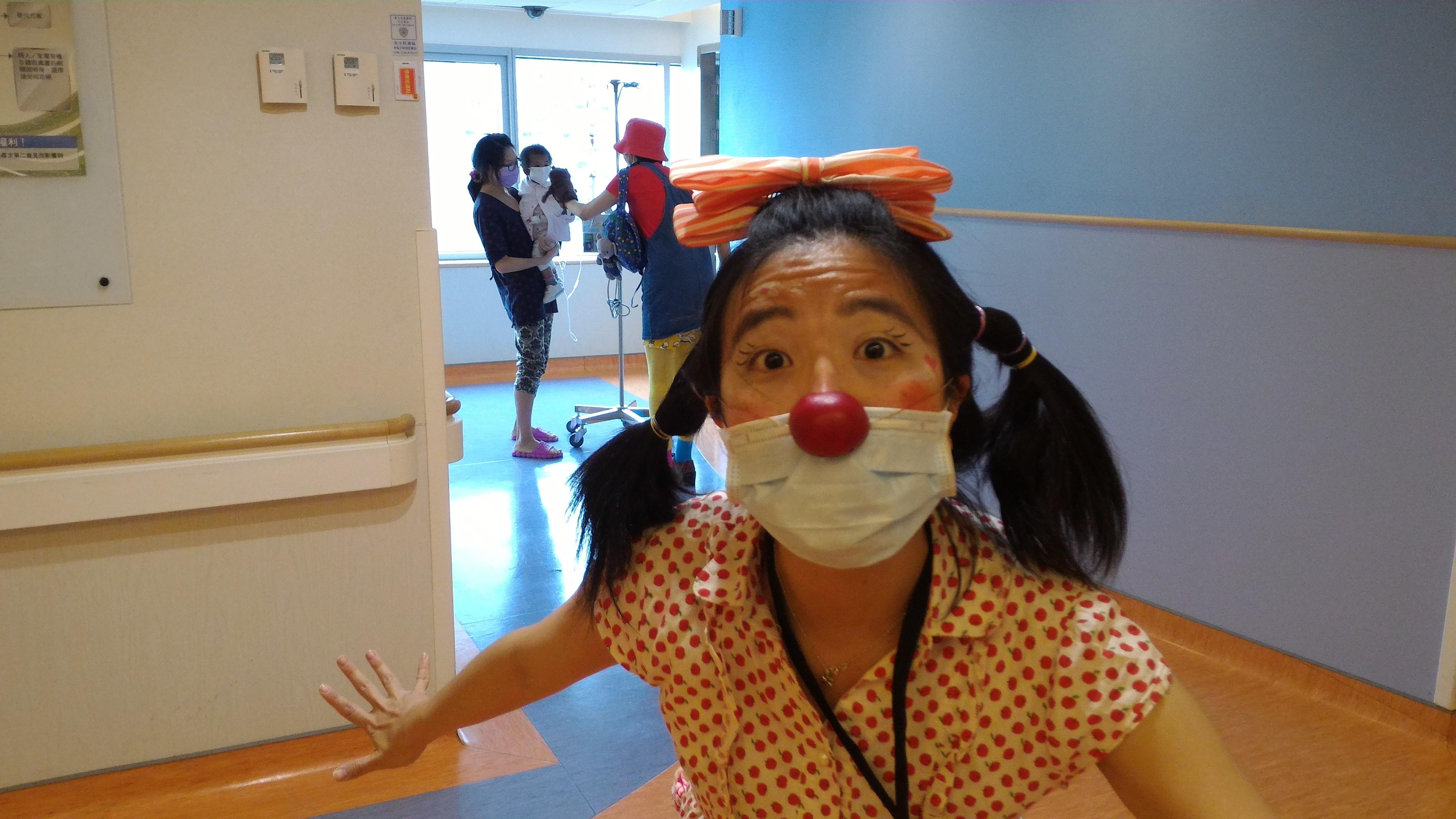 小丑醫生小花(照片由沙丁龐客劇團提供)