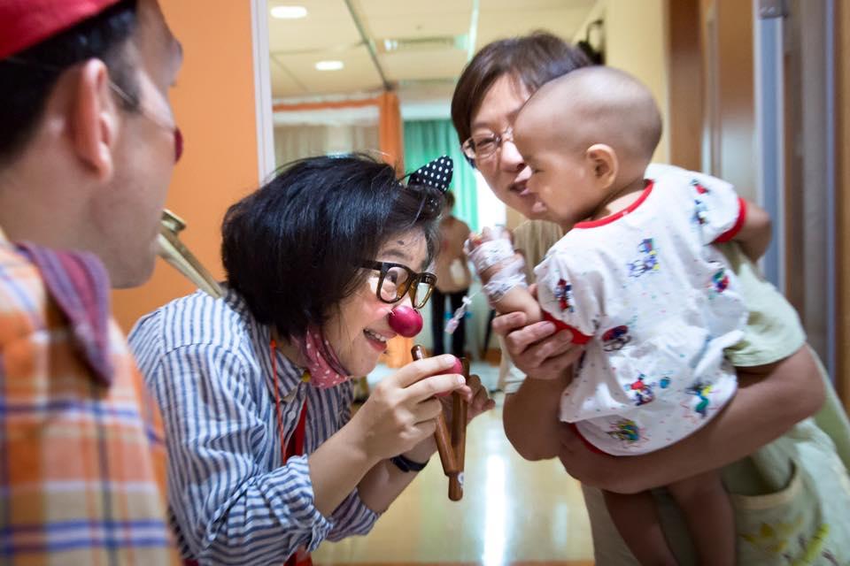 小丑醫生的醫院演出(照片來源:沙丁龐客劇團提供)