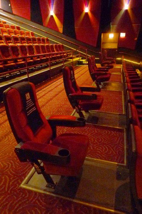 音樂廳席位的設計,能否不只有靠走道的選擇?(照片來源:楊玉欣立委辦公室)