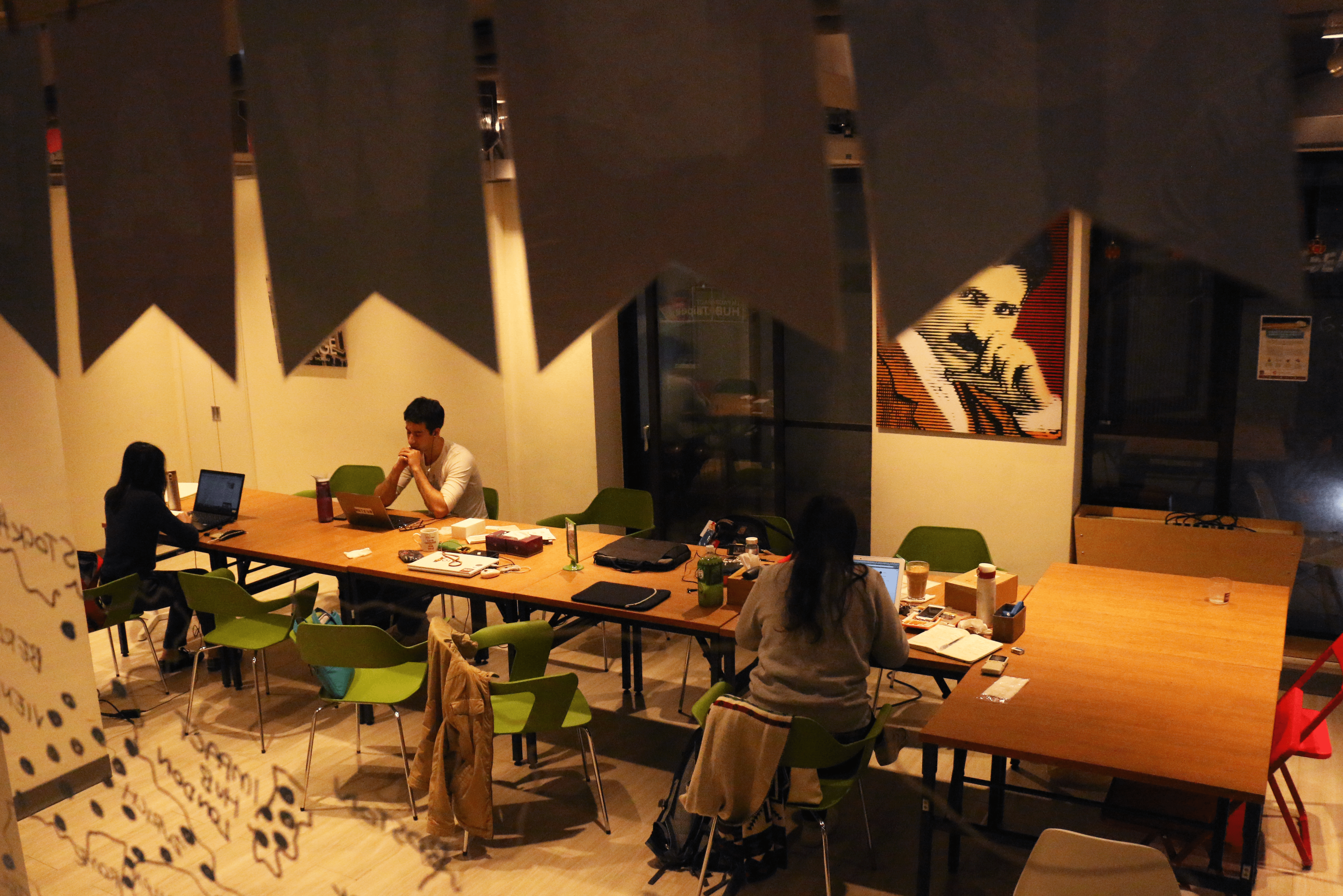 一樓的空間平時也供進駐團隊使用,到了晚上又可以作為活動場地。
