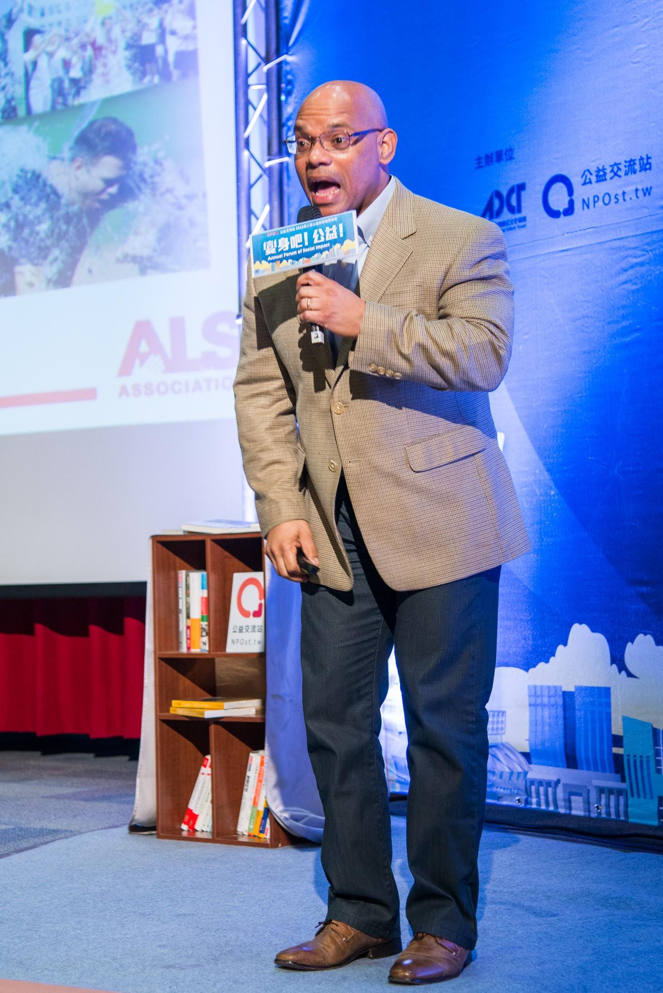 美國漸凍人協會組織發展部總監 Lance Slaughter 感謝在「變身吧!公益」所有有參與冰桶挑戰的聽眾們。