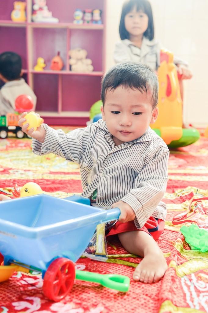 越南身障孩童等待進行矯治手術