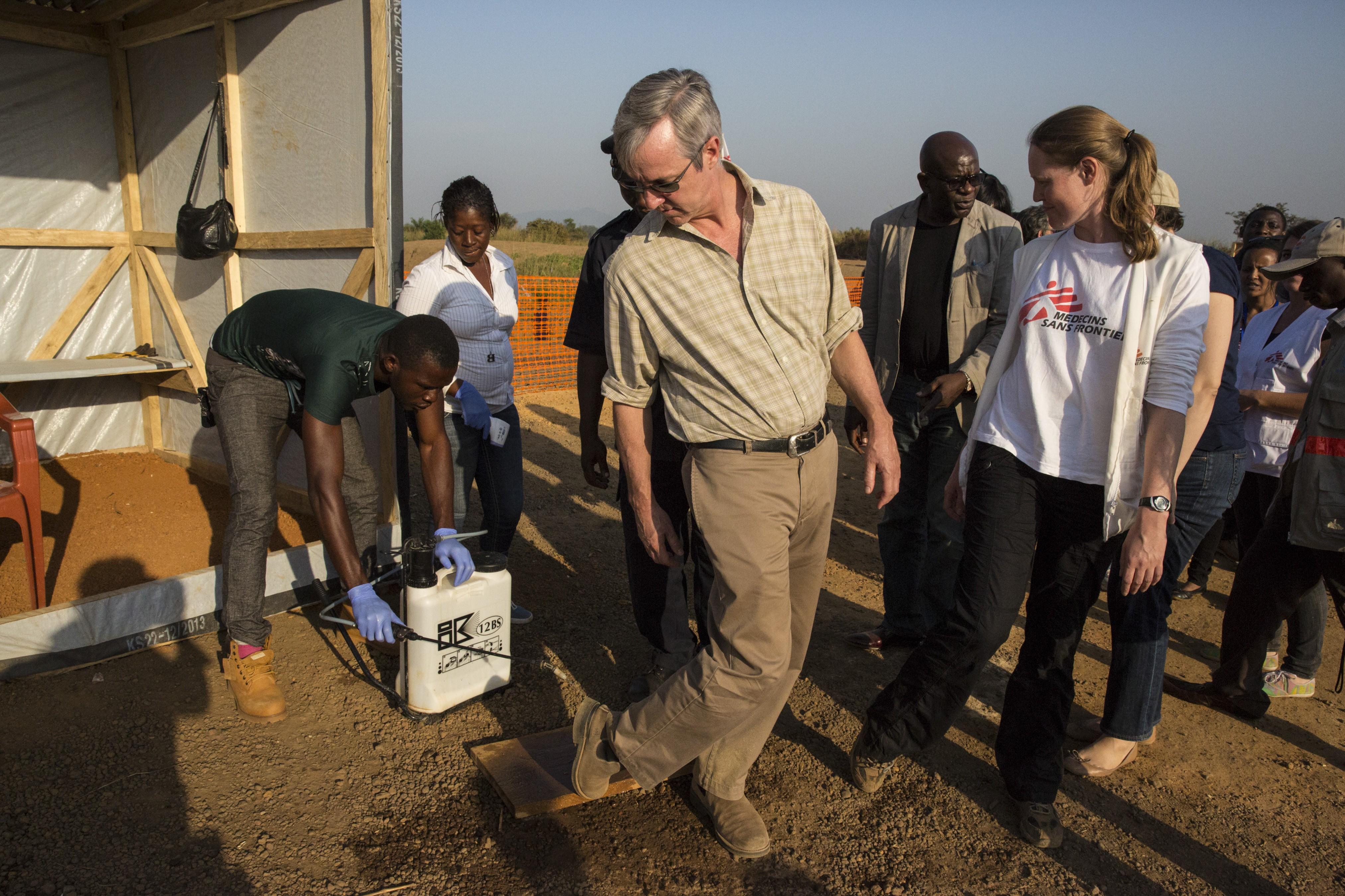 SRSG Banbury visits Maghuraka MSF Treatment Center in Sierra Leone. Photo UNMEER/Martine Perret. 30 December 2014