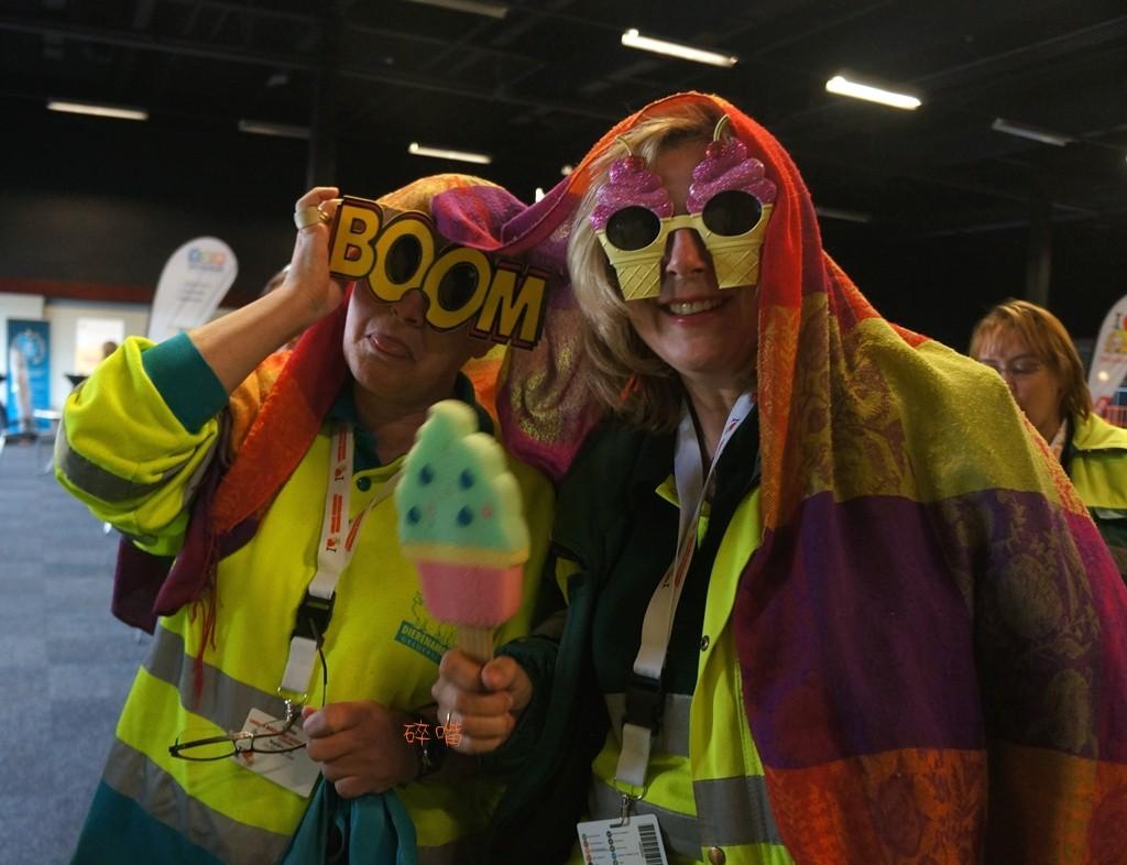 全國動物救援研討會中,身著動物救援制服的志工們,盛裝打扮好參與活動。攝影/碎嘴