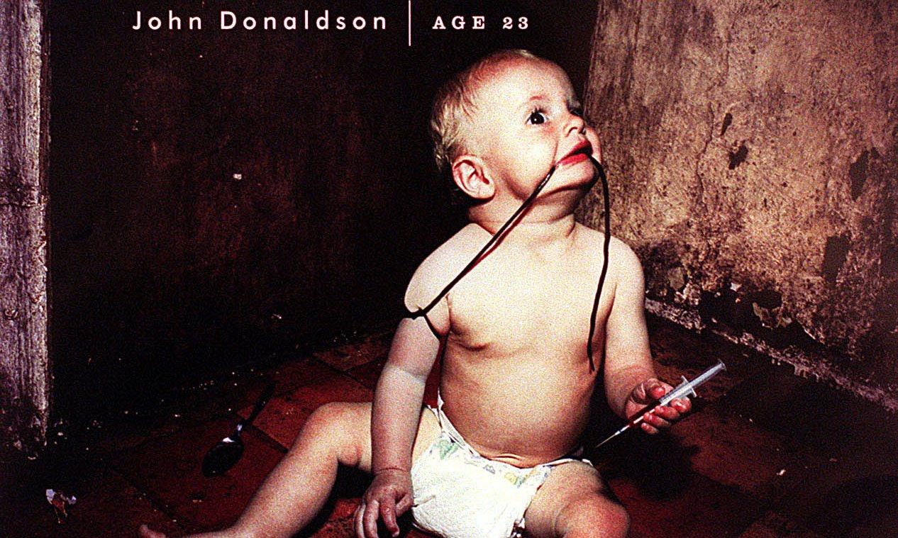 兒童福利組織 Barnardo's 於西元 2000 年推出了倍受爭議的「海洛因寶寶」廣告,引起廣泛討論
