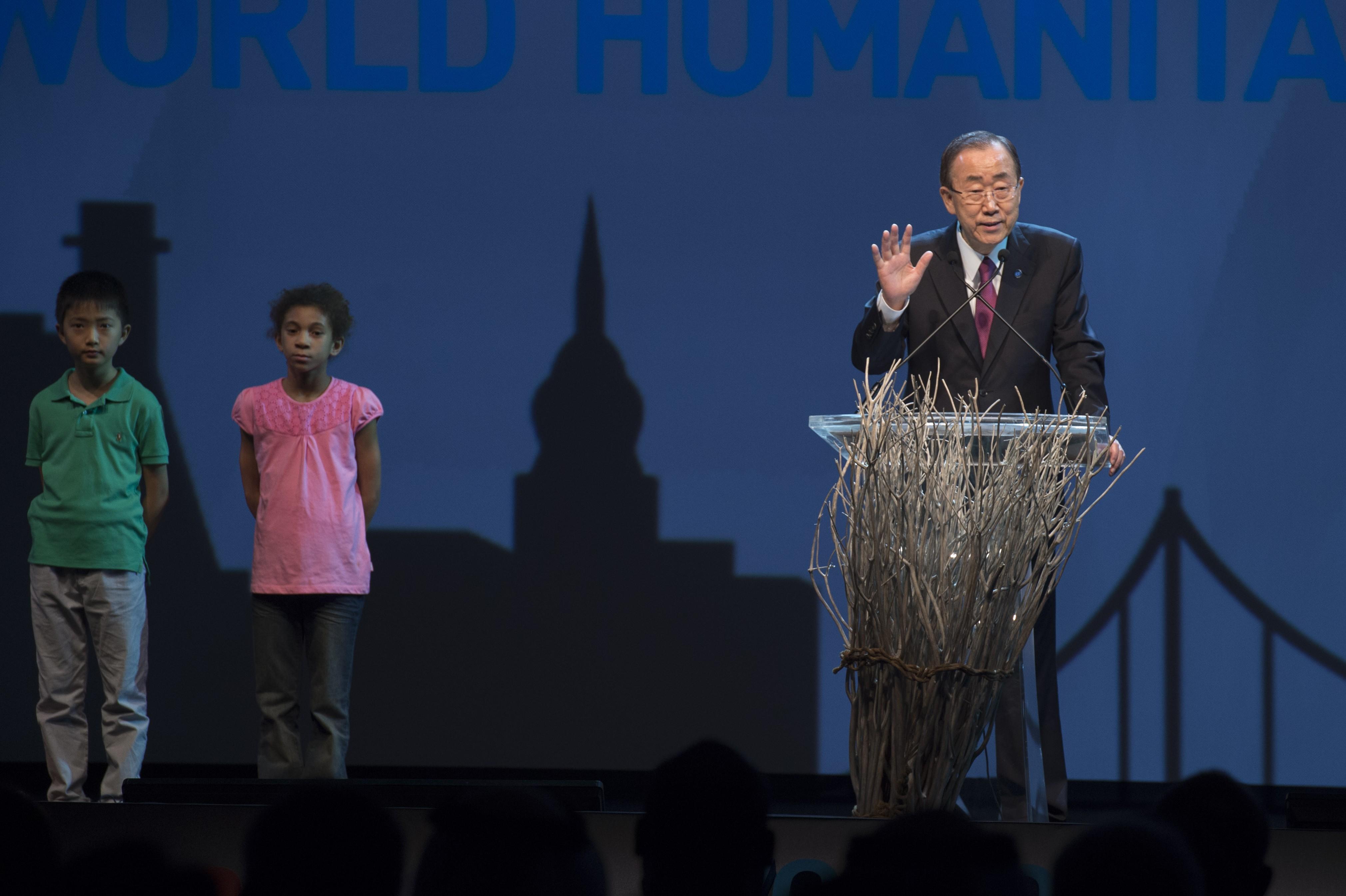 聯合國祕書長潘基文在伊斯坦堡人道高峰會開幕典禮