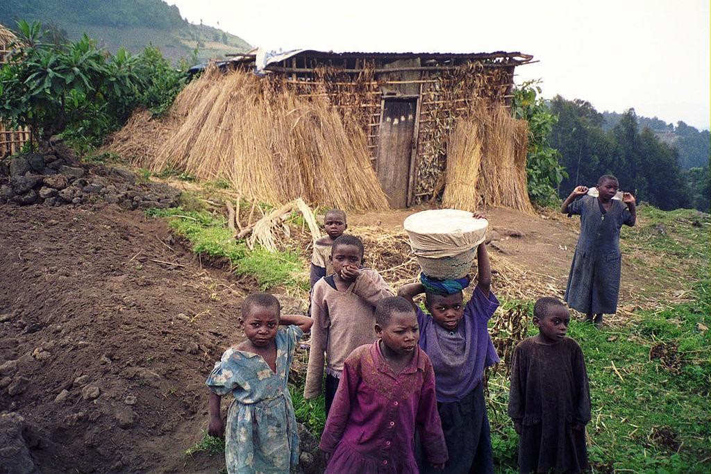 1024px-Rwandan_children_at_Volcans_National_Park