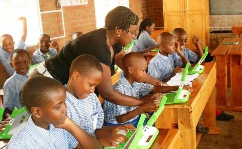 1024px-OLPC_classroom_teaching