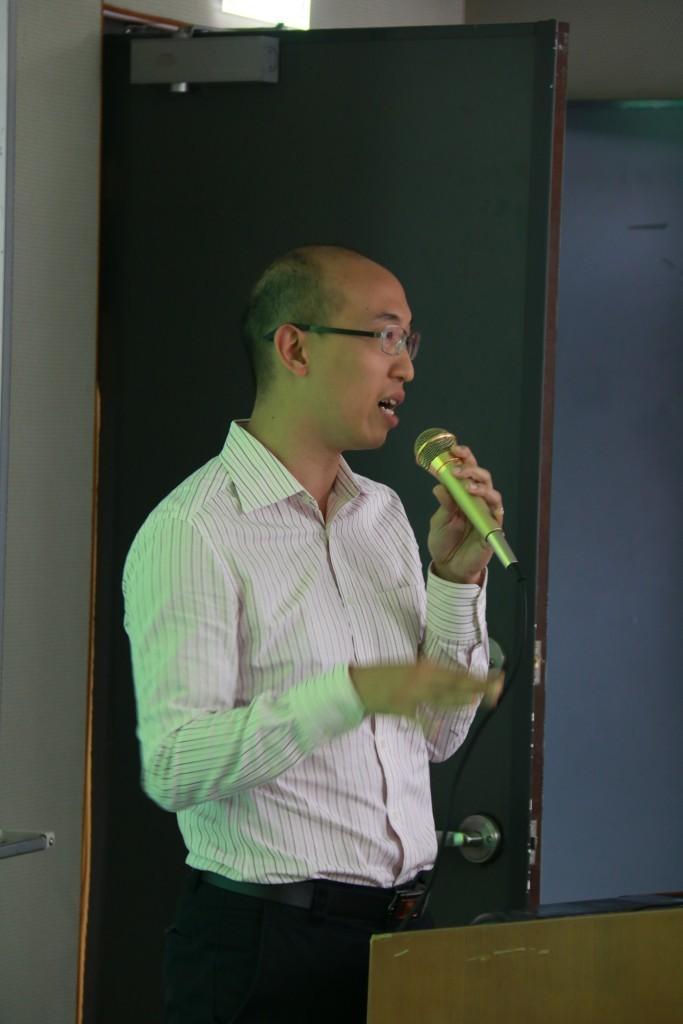 黃文忠任職於香港樂施會,負責人道救援項目質量與能力發展統籌