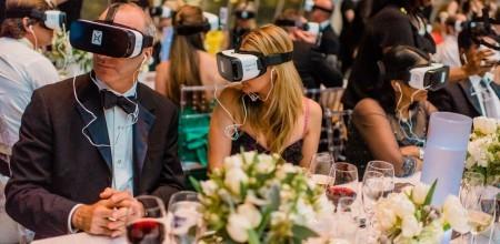 「水慈善」讓紐約晚宴中的捐款者體驗虛擬實境/圖片來源:Adam Mason