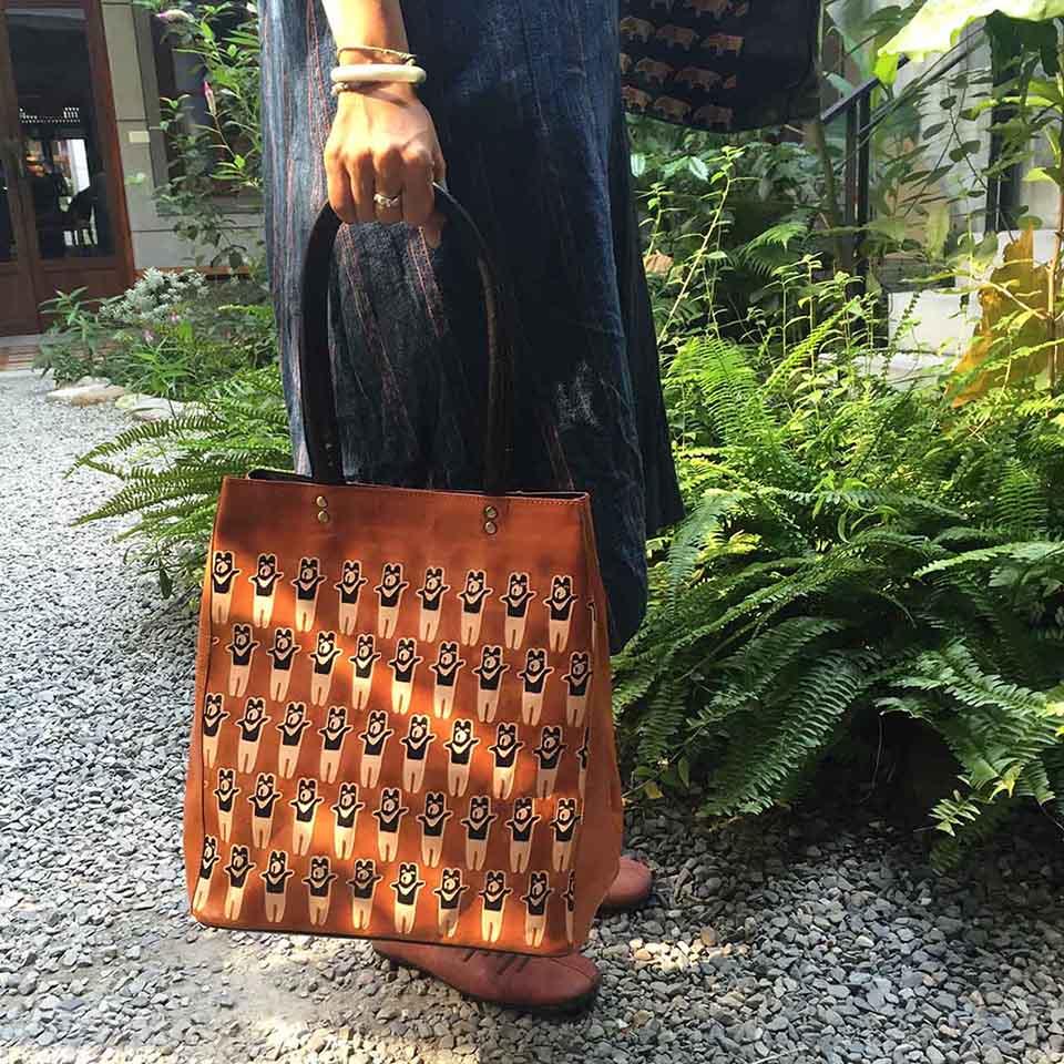 繭裹子與生產組織溝通,將台灣元素「台灣黑熊」融入商品中/圖片來源:繭裹子Pinkoi網站