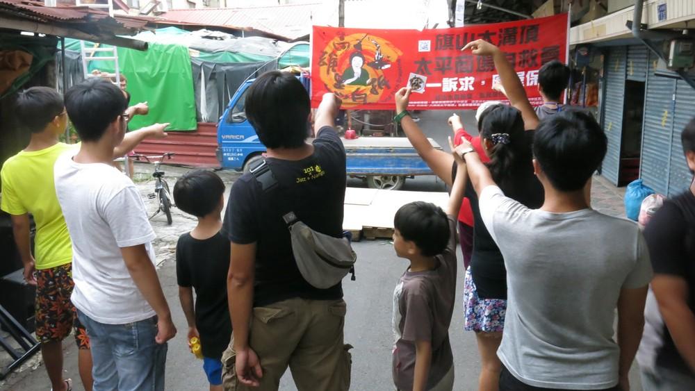 7月18日下午,旗山大溝頂地區氣氛緊張,警察已經進駐,而擋拆音樂晚會和居住正義守靈活動,正蓄勢待發。