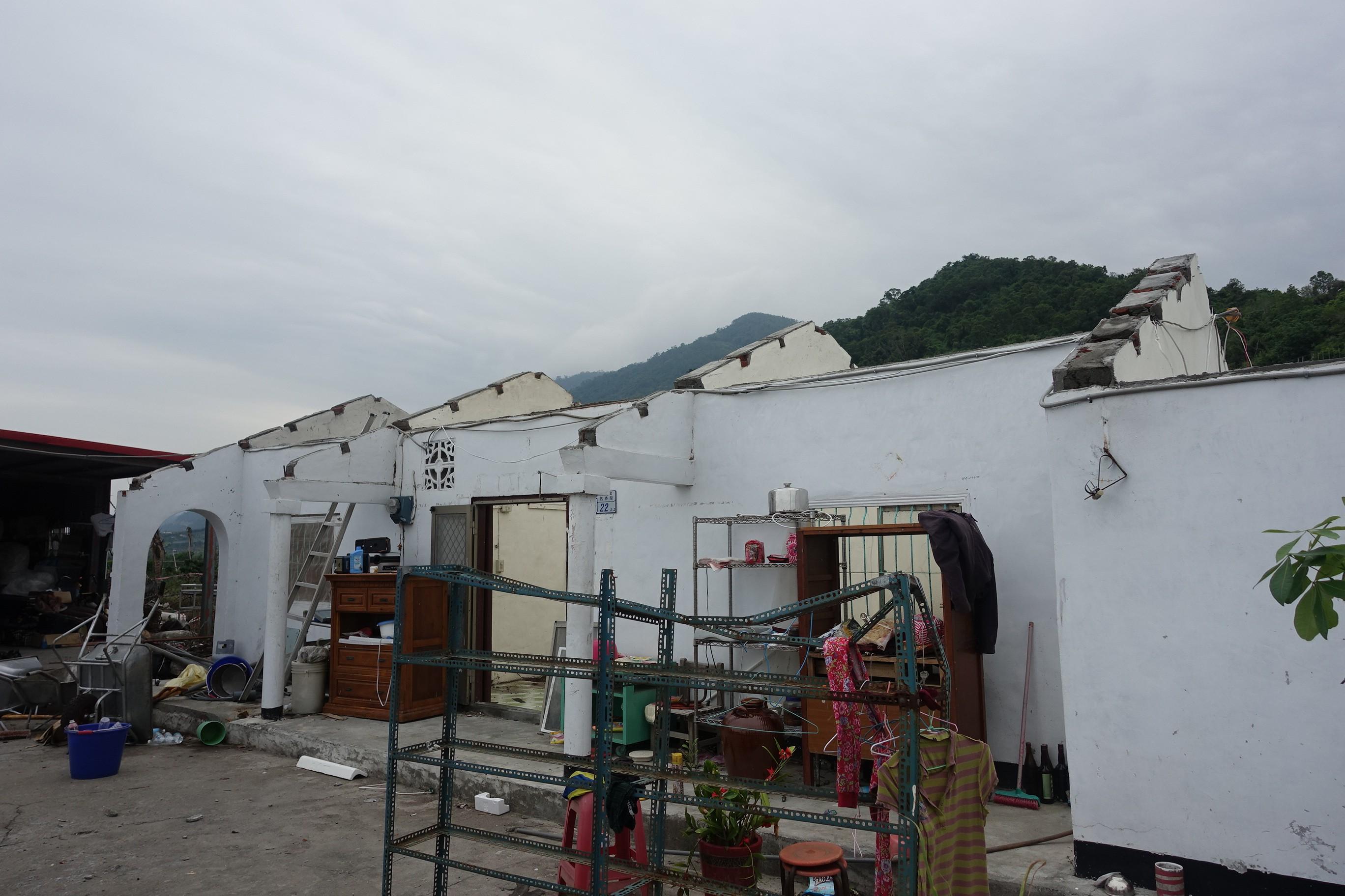 村長楊惠民家屋頂全毀