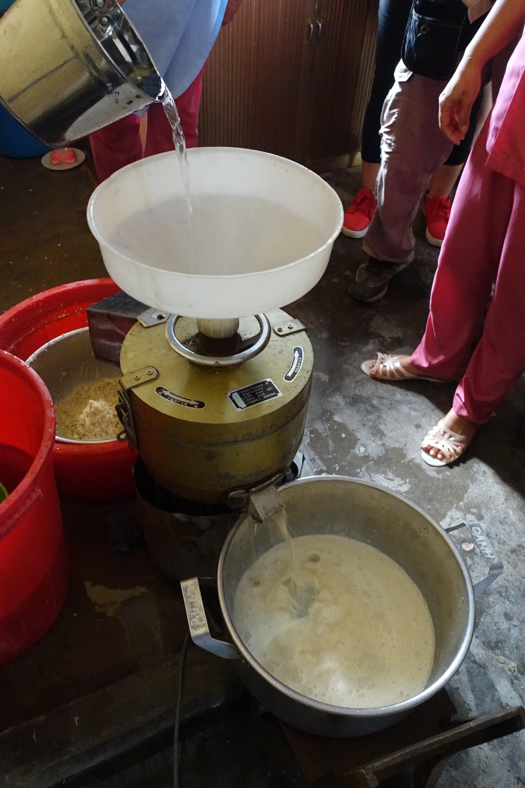 圖/至善提供的豆漿機與原料