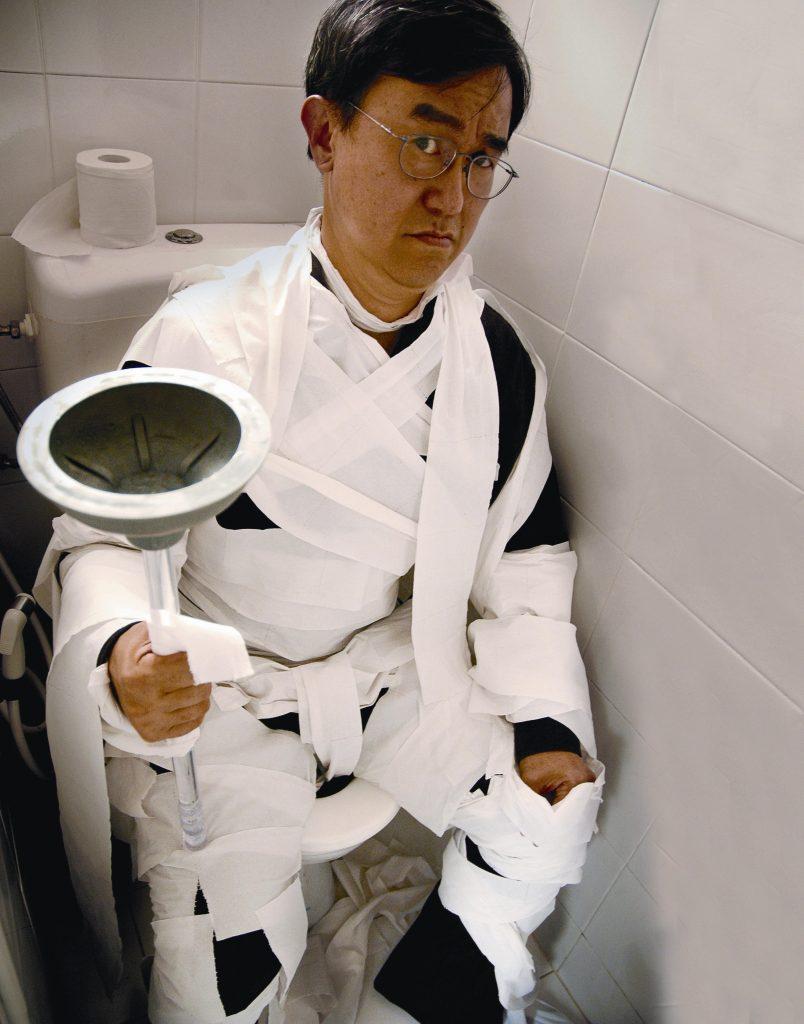 世界廁所組織創辦人 Jack Sim 用各種有趣的方式倡導衛生廁所的重要。/圖片來源:PROSuSanA Secretariat @ Flickr