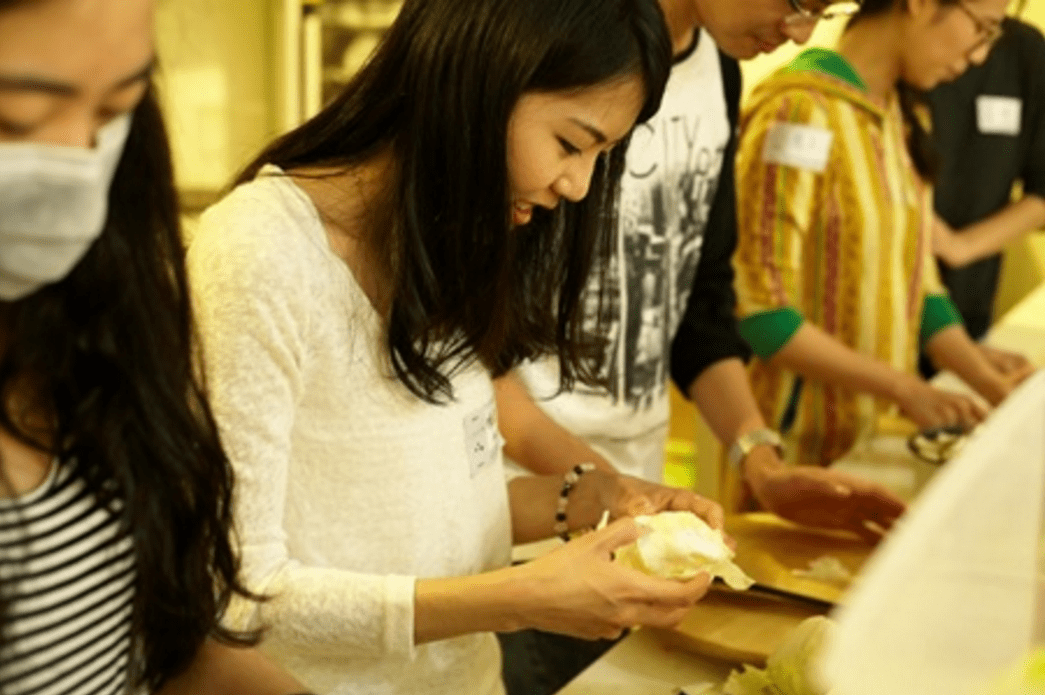石頭湯計畫透過共煮與共享,一起審視日常不經意便被捨棄的人與食物