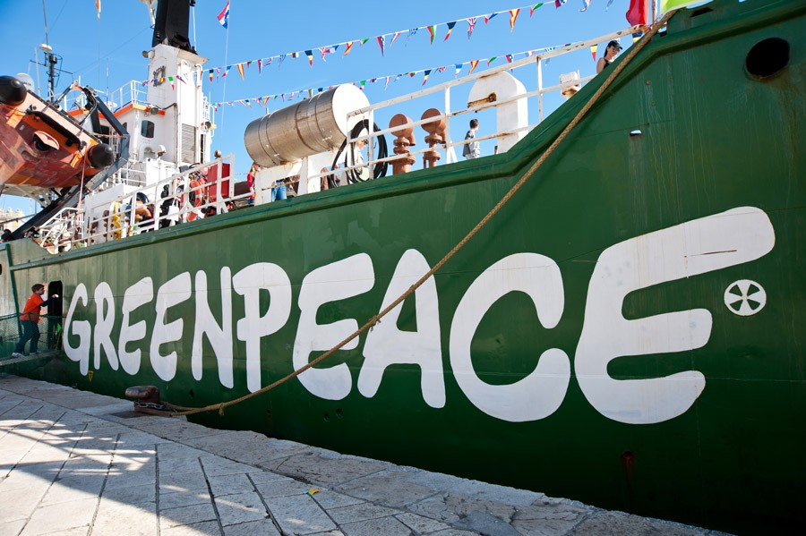 綠色和平的船艦極地曙光號,多次在海上阻撓捕鯨船、極地鑽油平臺等。/圖片來源:Roberta F. @ 維基百科